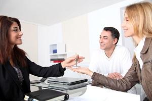 Как переоформить квартиру на другого человека?